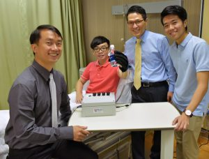 A research team from the National University of Singapore has developed a new lightweight and smart rehabilitation device called EsoGlove.
