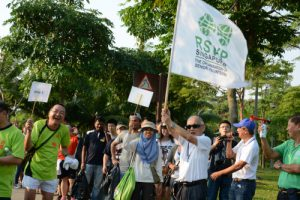 Ngiam, flagging off the park clean-up at Punggol Waterway Park in July 2015 along with volunteers.